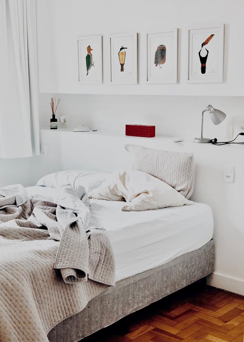 Bedroom-with-bird-art