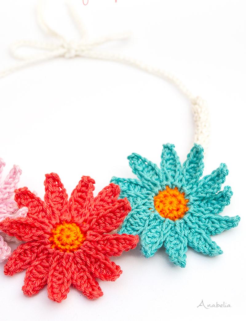 Daisy-flower-crochet-necklace