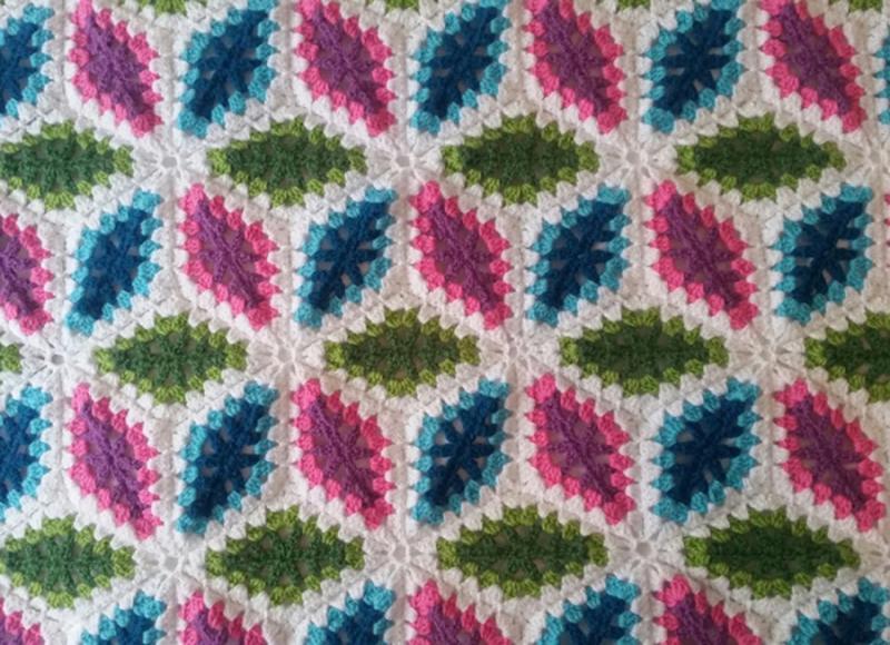 Crochet-diamond-granny-blanket
