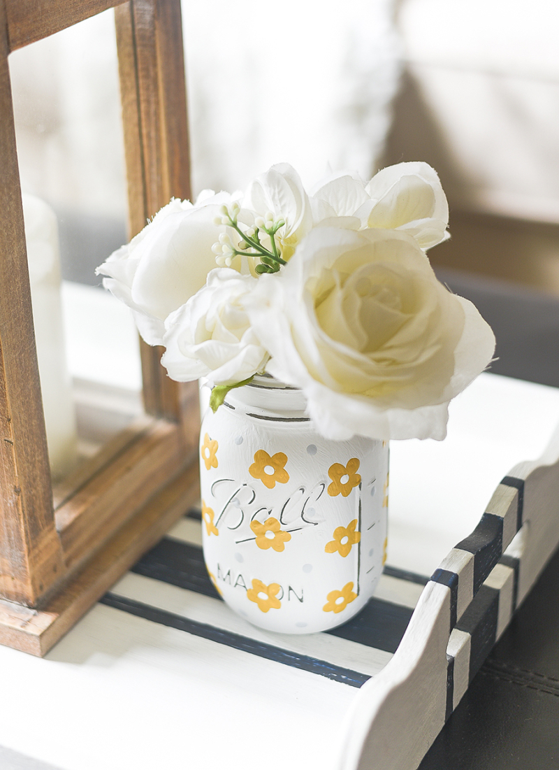 Mason-jar-painted-daisies-yellow-painted-daisies-mason-jar-craft