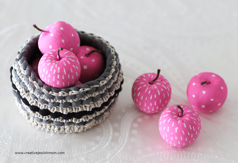 Painted-pink-apples-craft