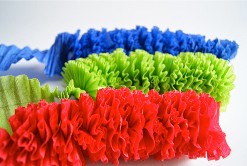 How-to-make-ruffled-crepe-paper-streamers