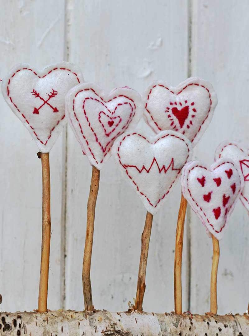 Rolled-felt-scraps-heart-pin