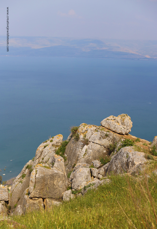 Israel-mt.-arbel-view-lake