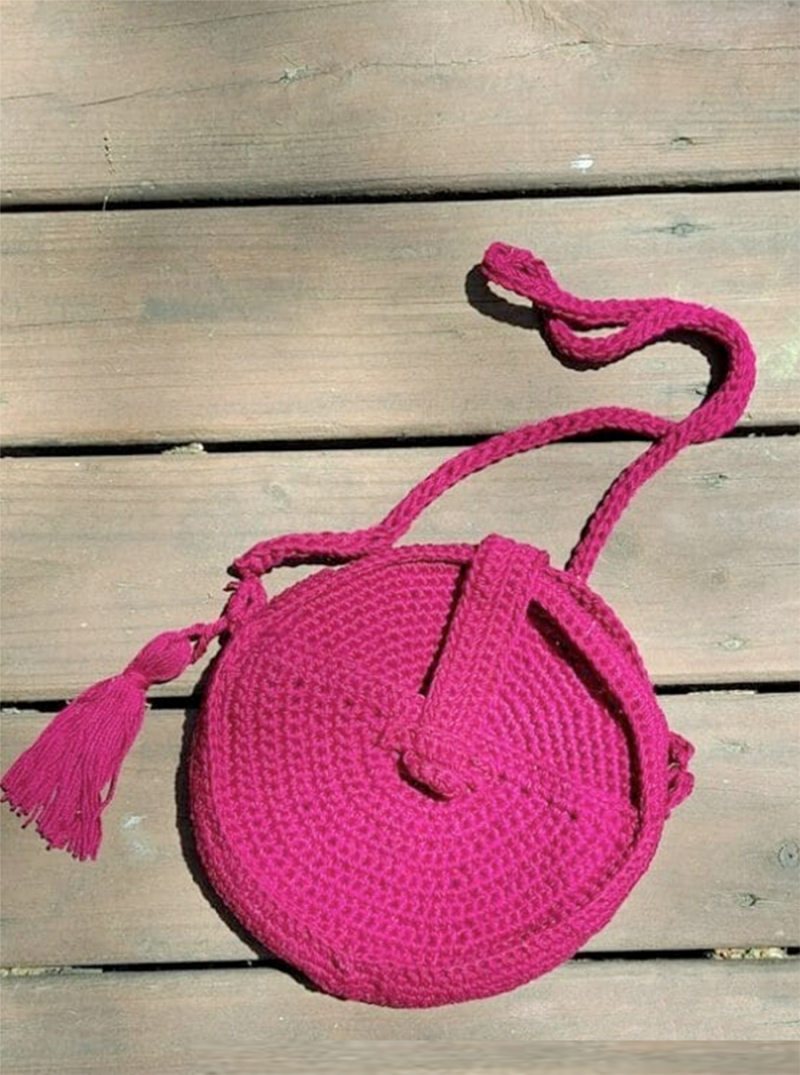 Crocheted-round-bag-like-canteen