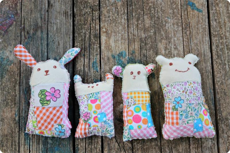 DIY-crocheted-bee-mobile