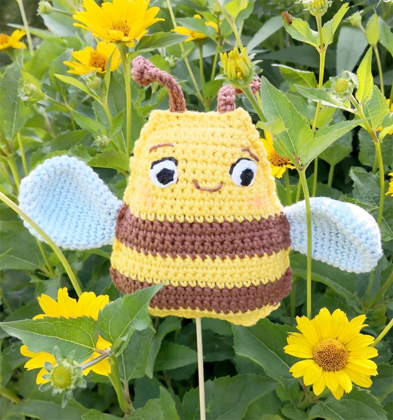Crocheted-bee
