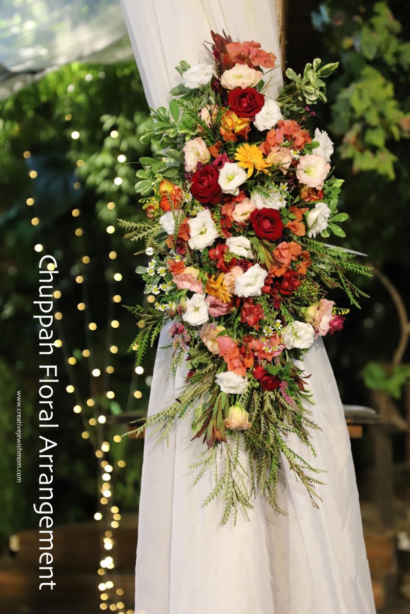 Chuppah-pole-floral-arrangement