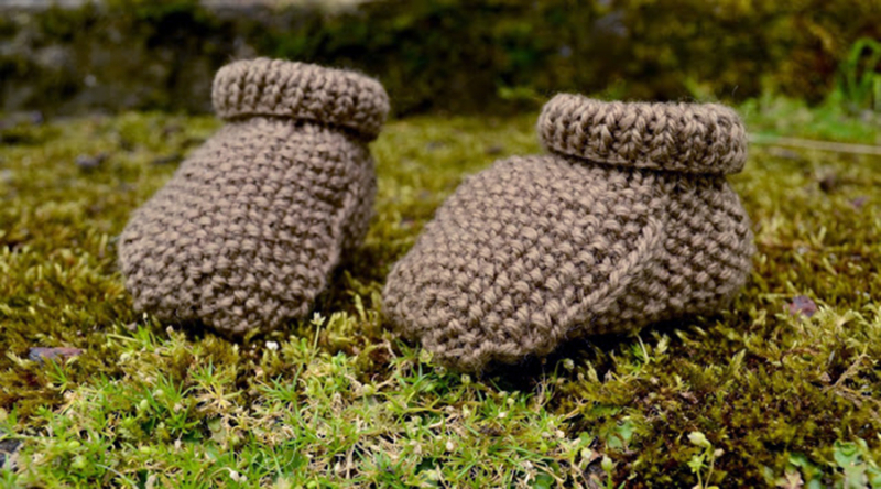 Knit-moss-stitch-baby-booties