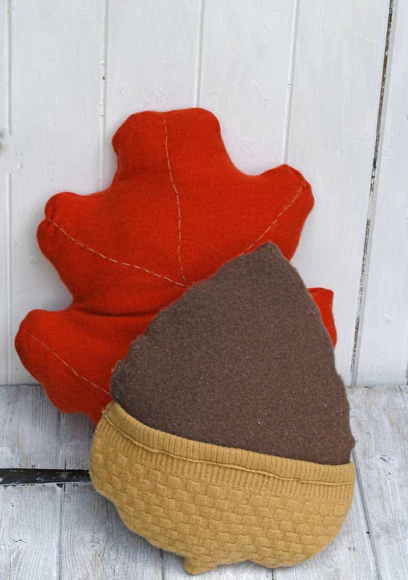 DIY-acorn-leaf-sweater-pillows