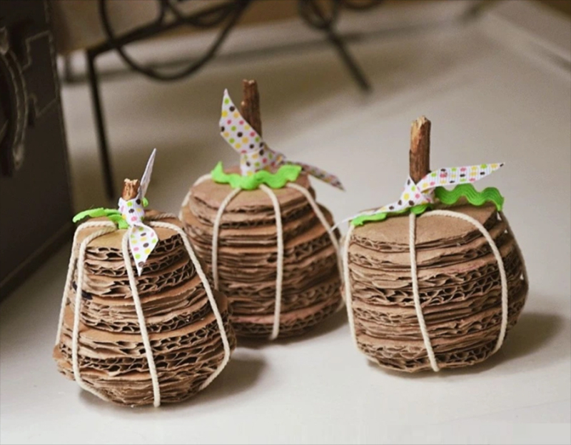 Cardboard-pumpkins-craft