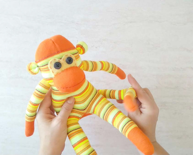 DIY-sock-monkey