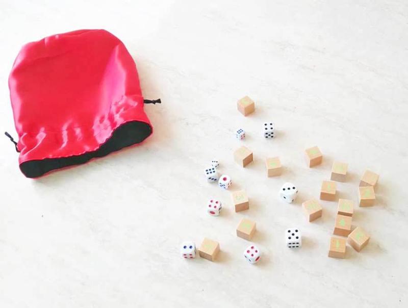 Diy-dice-bag-with-dice