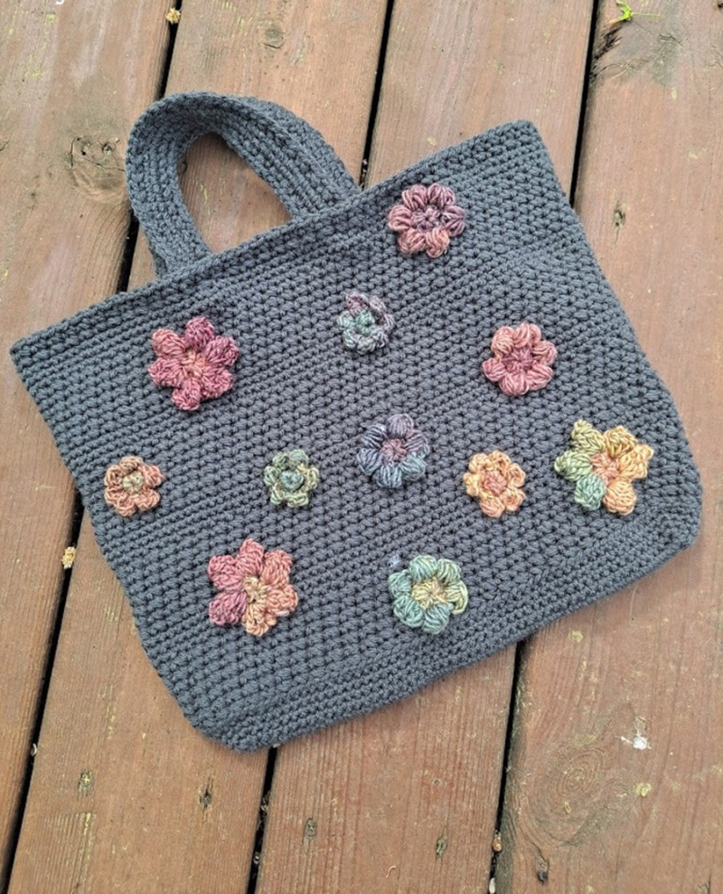 Crocheted-purse-with-flowers