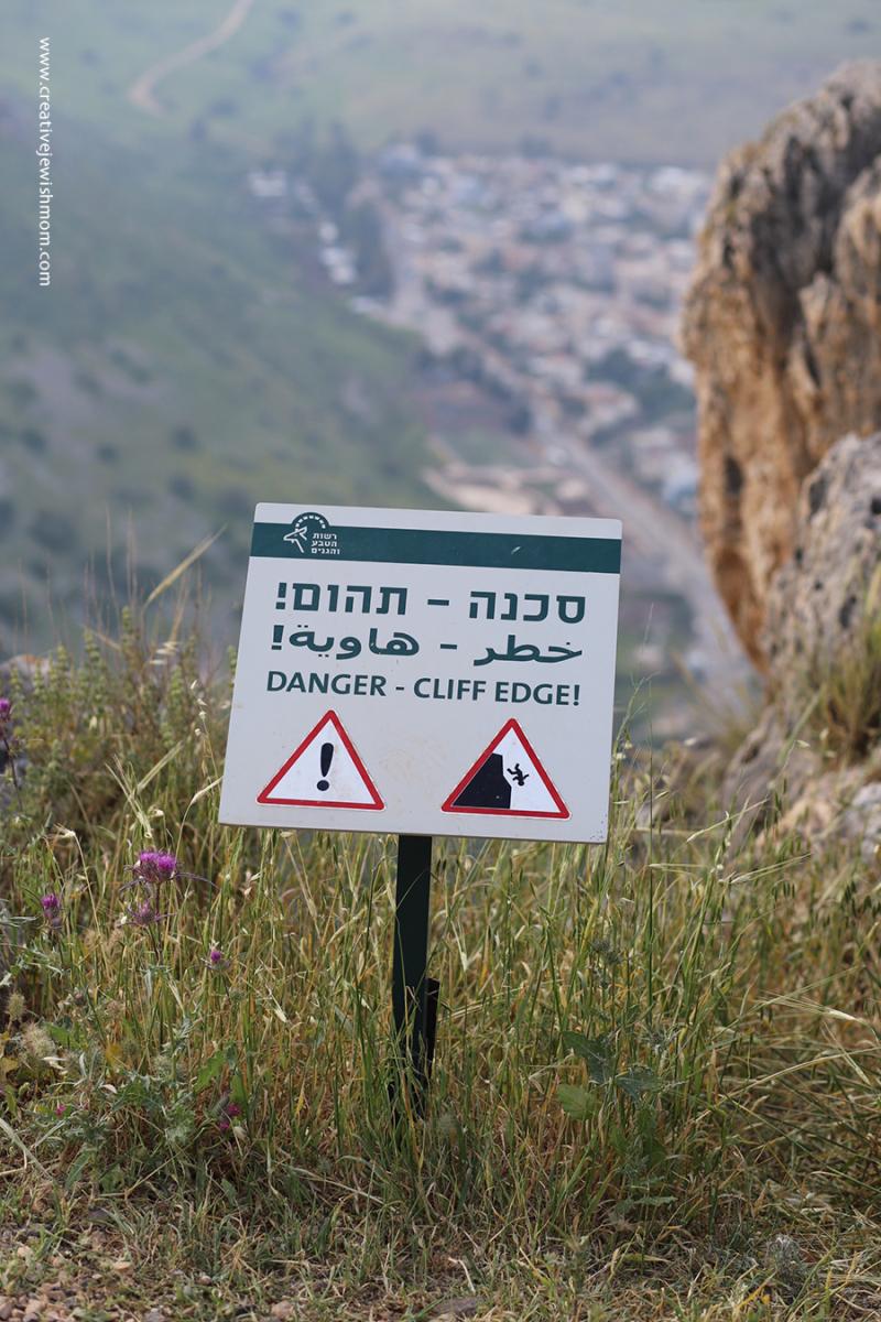 Israel-Mount-Arbel-Danger-sign