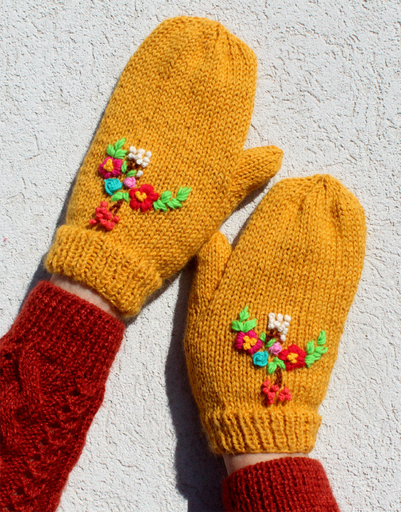 Knit-mittens-with-floral-embroidery