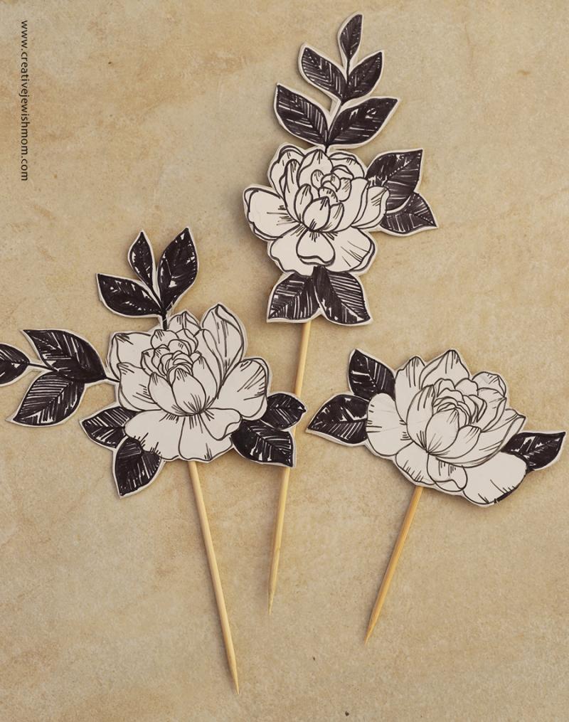 Cake-topper-flower-sketched