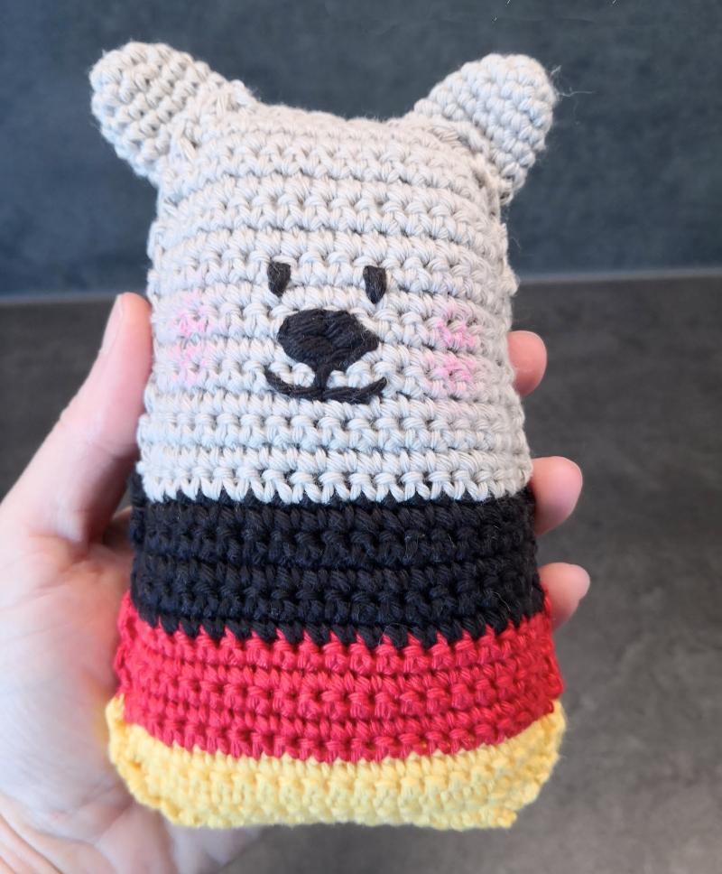 DIY-simple-crochet-bear-team-colors