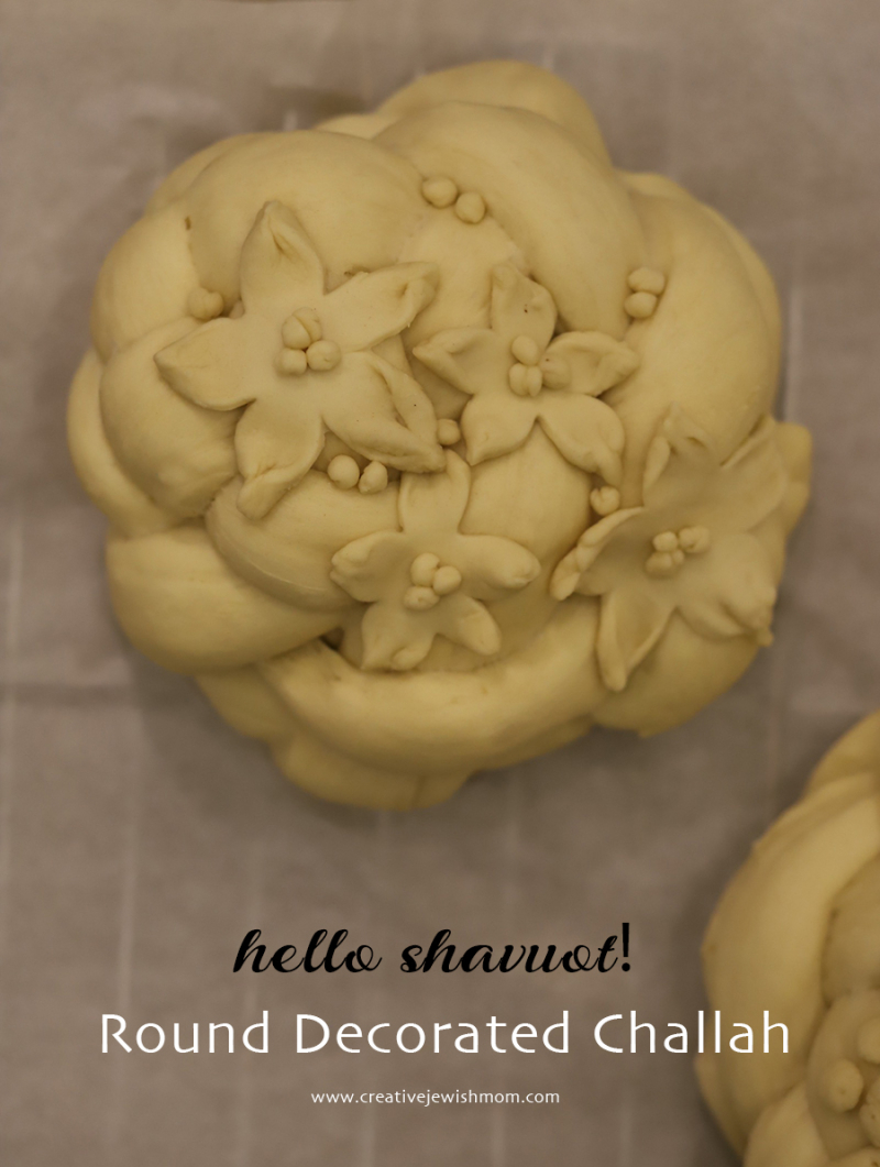 Challah-decorated-for-shavuot