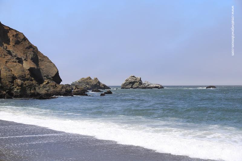 Pacifica-Sharp-park-beach-sunny-with-rocks